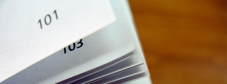 Buchseiten mit Seitenzahlen