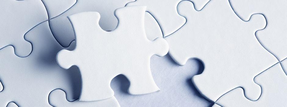 Weiße Puzzleteile
