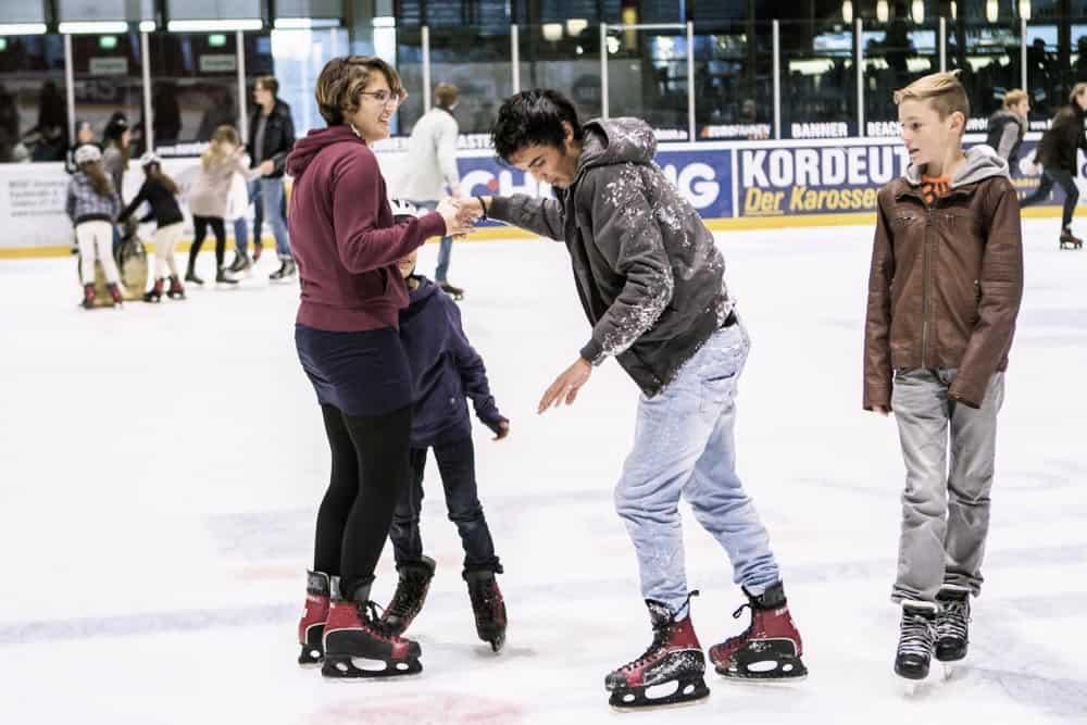 Bild Jungen beim Eislaufen