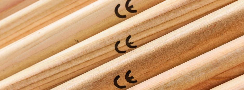 CE Kennzeichen auf Holz