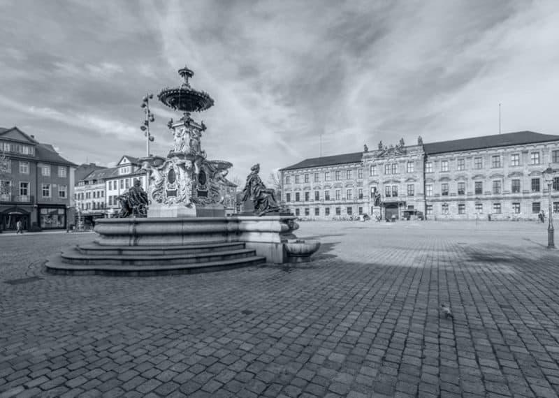 Schlossplatz Erlangen mit Paulibrunnen