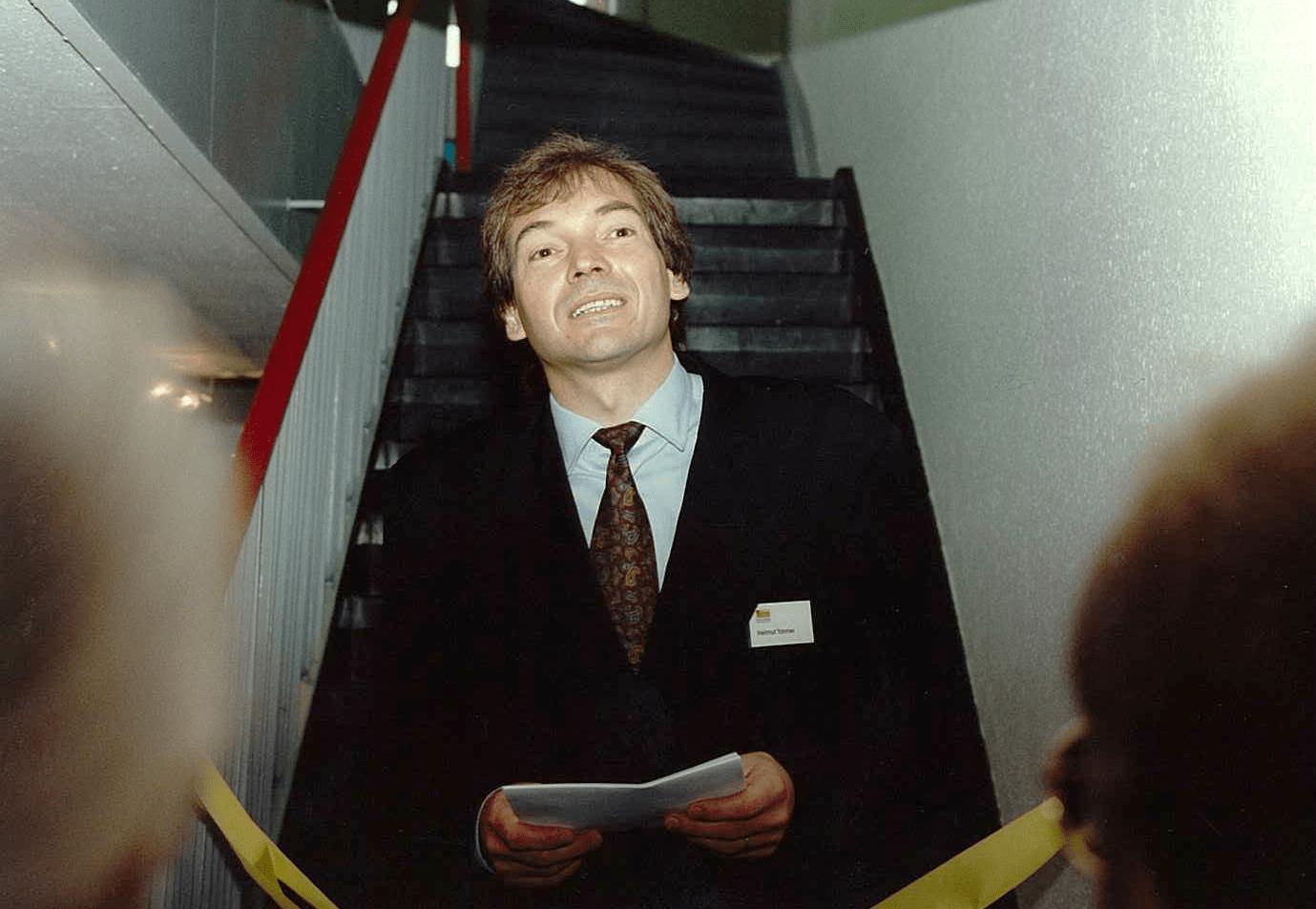 Helmut Tanner eröffnet das erste Doku-Forum 1990
