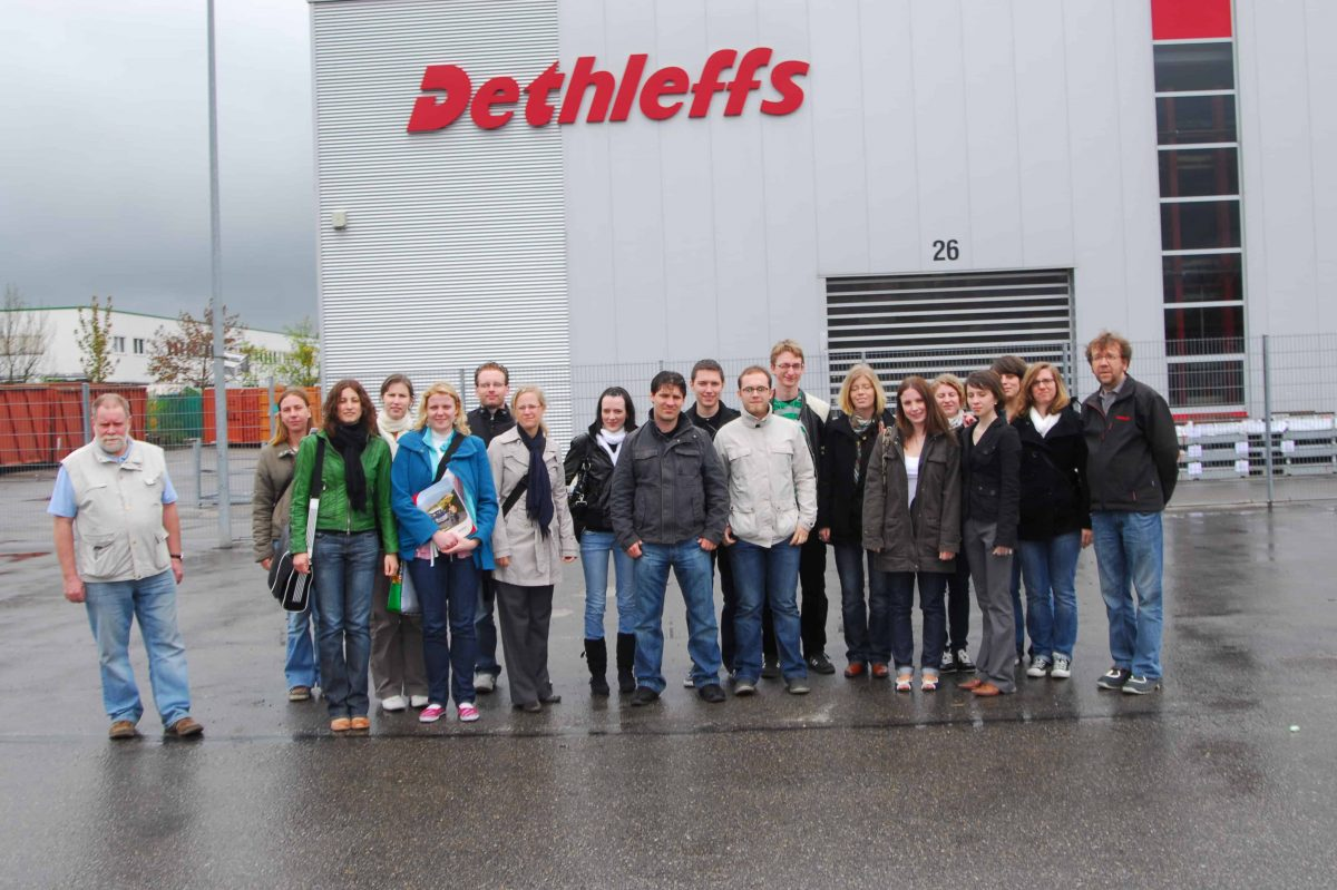 Gruppenbild beim Besuch bei Dethleffs zum 4. TANNER-Hochschulwettbewerb