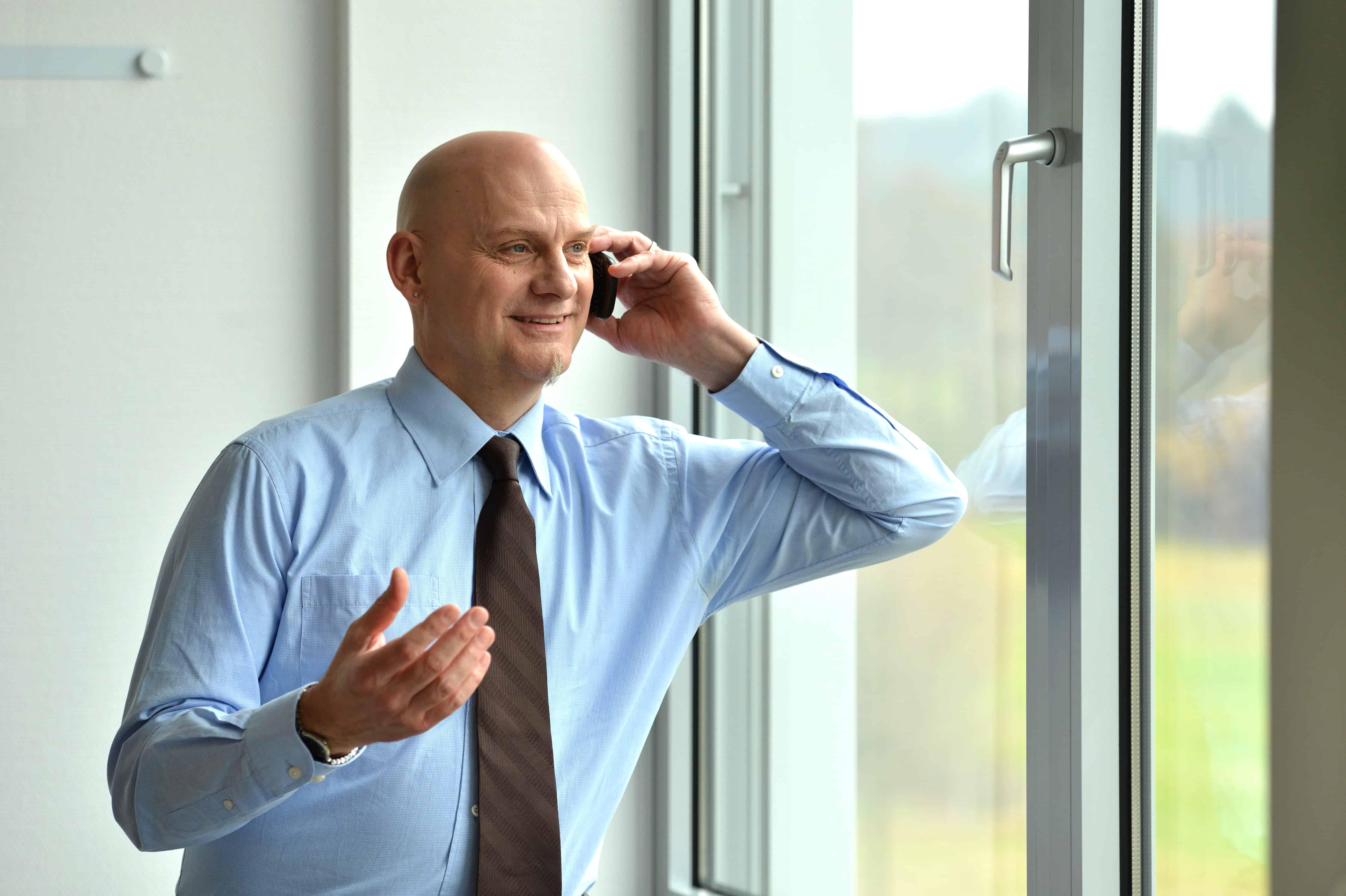 TANNER Mitarbeiter beim Telefonieren