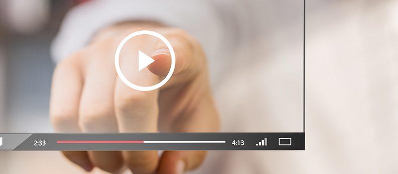 Finger zeigt auf Media Player für interaktive E-Learnings